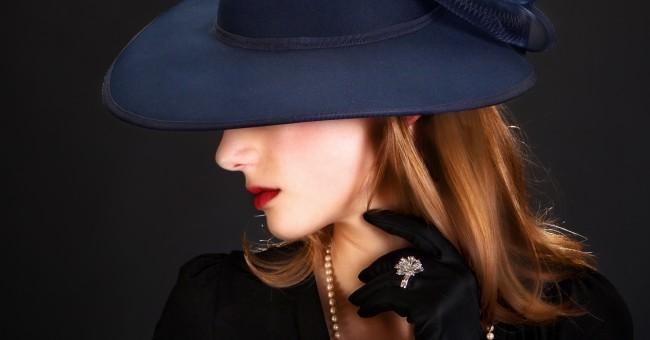 Les attitudes d'une femme élégante